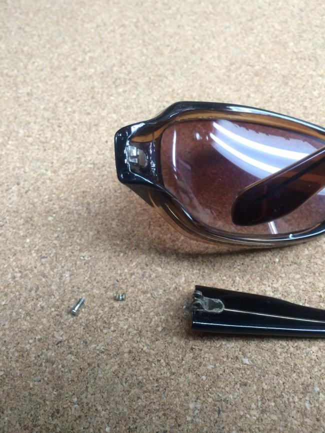 ナイロン樹脂サングラス埋め込み丁番修理実例