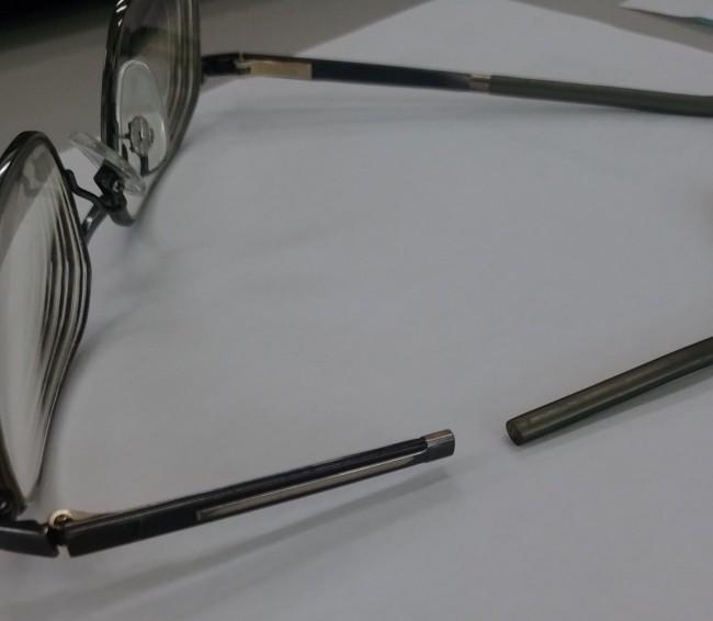 ローデンストックチタンテンプル小口折れ修理依頼品